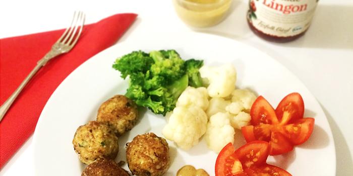 Vegetariska köttbullar (vegobullar) med blomkål, broccoli, lingon och brunsås - LCHF, Glutenfritt
