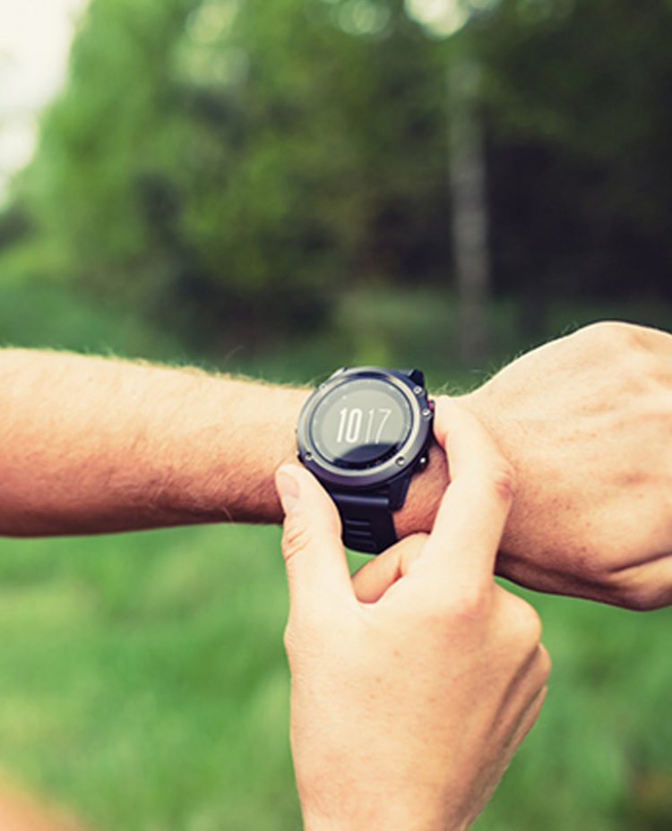 Ett tidtagarur på en arm.