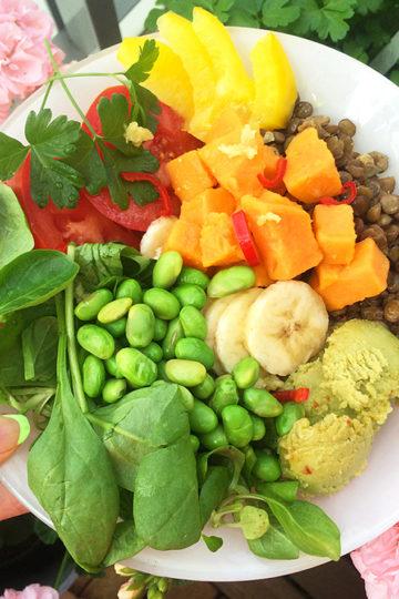 En skål med en vegansk sallad.
