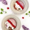 2 fat med vegansk cashewyoghurt med hemmagjord musli pyntat med blommor.
