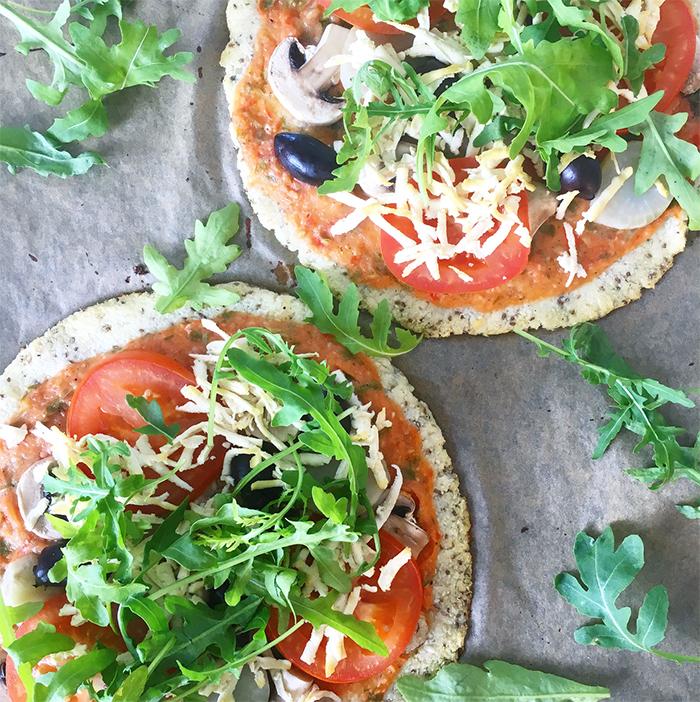 hälsosam pizza blomkålsbotten italienska smaker vegan glutenfri