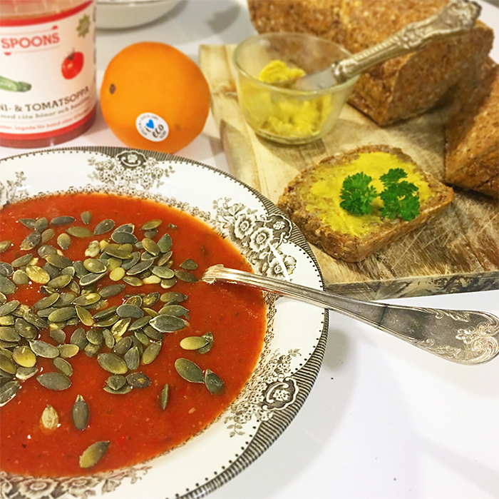 Vegansk zucchini och tomatsoppa
