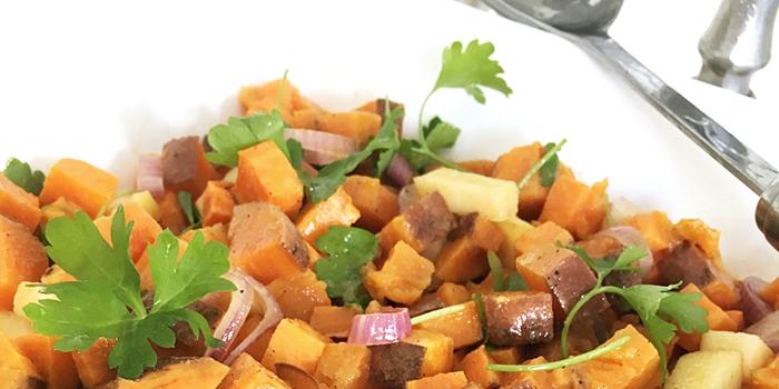 Ugnsbakad sötpotatissallad med dijon och äpple