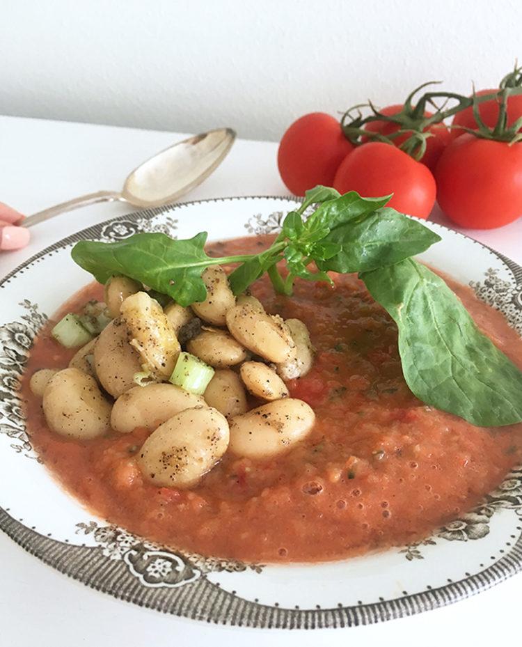 Gazpacho med vita bönor och chili.