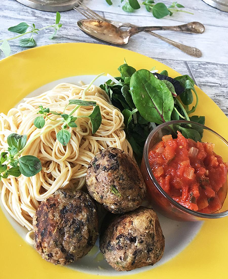 Italienska bönbullar med tomatsås pasta vegan