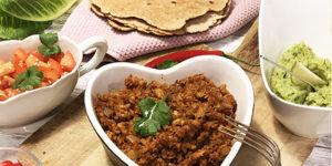 Vegansk tacofärs, guacamole, tortilla och tomatsalsa