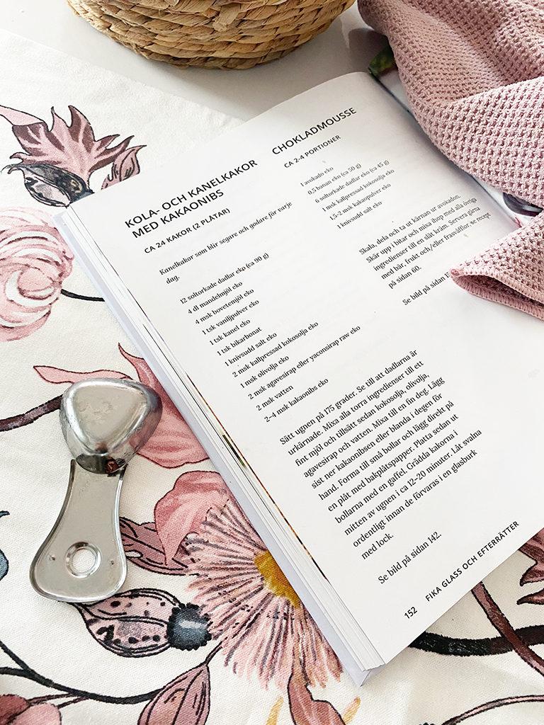 Ett uppslag ur kokboken Vegansk vardagsmat av Yvonne Hedberg.