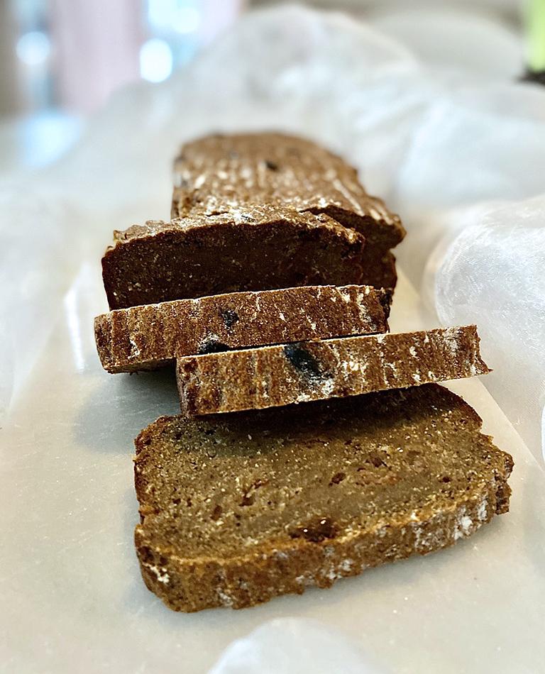 Uppskivat glutenfritt och veganskt vörtbröd.