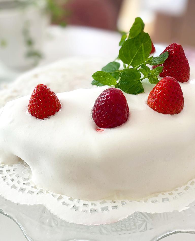Vegansk, sockerfri och glutenfri jordgubbstårta - supergod.